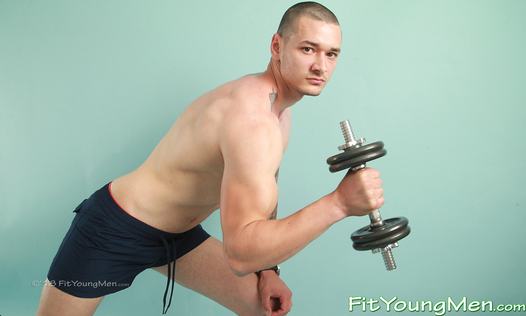 Fit Young Men: Model Dane Spencer - Personal Trainer - Young Fit Personal Trainer Dane Pumps up his Muscles